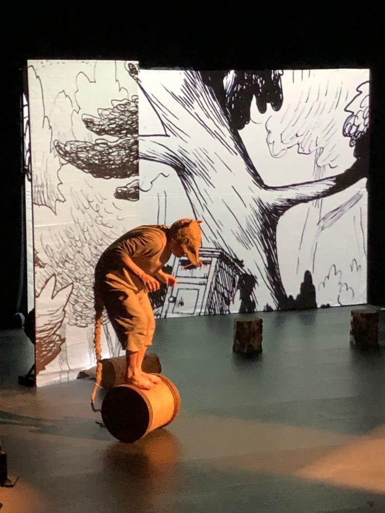 Rat, rôle interprété par Benjamin Tudoux dans le spectacle de Rat et les animaux moches