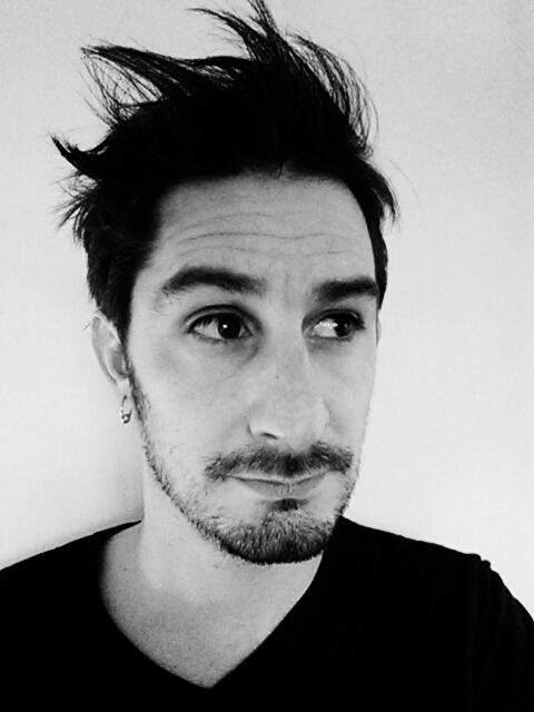 Benjamin Tudoux, comédien du Maine-et-Loire interprète Rat dans le spectacle Rat et les animaux moches.