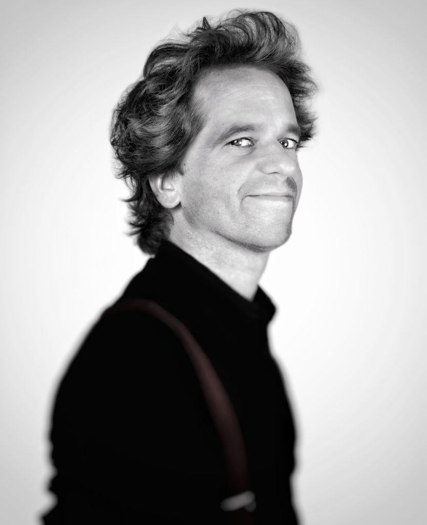 Pierre-Yves Plat, pianiste. Zig Zag a produit trois spectacles pour cet artiste d'exception écrits et mis en scène par Philippe Chauveau : Permettez-moi – Carnet de Notes pour Piano et Répétiti-Répétita.