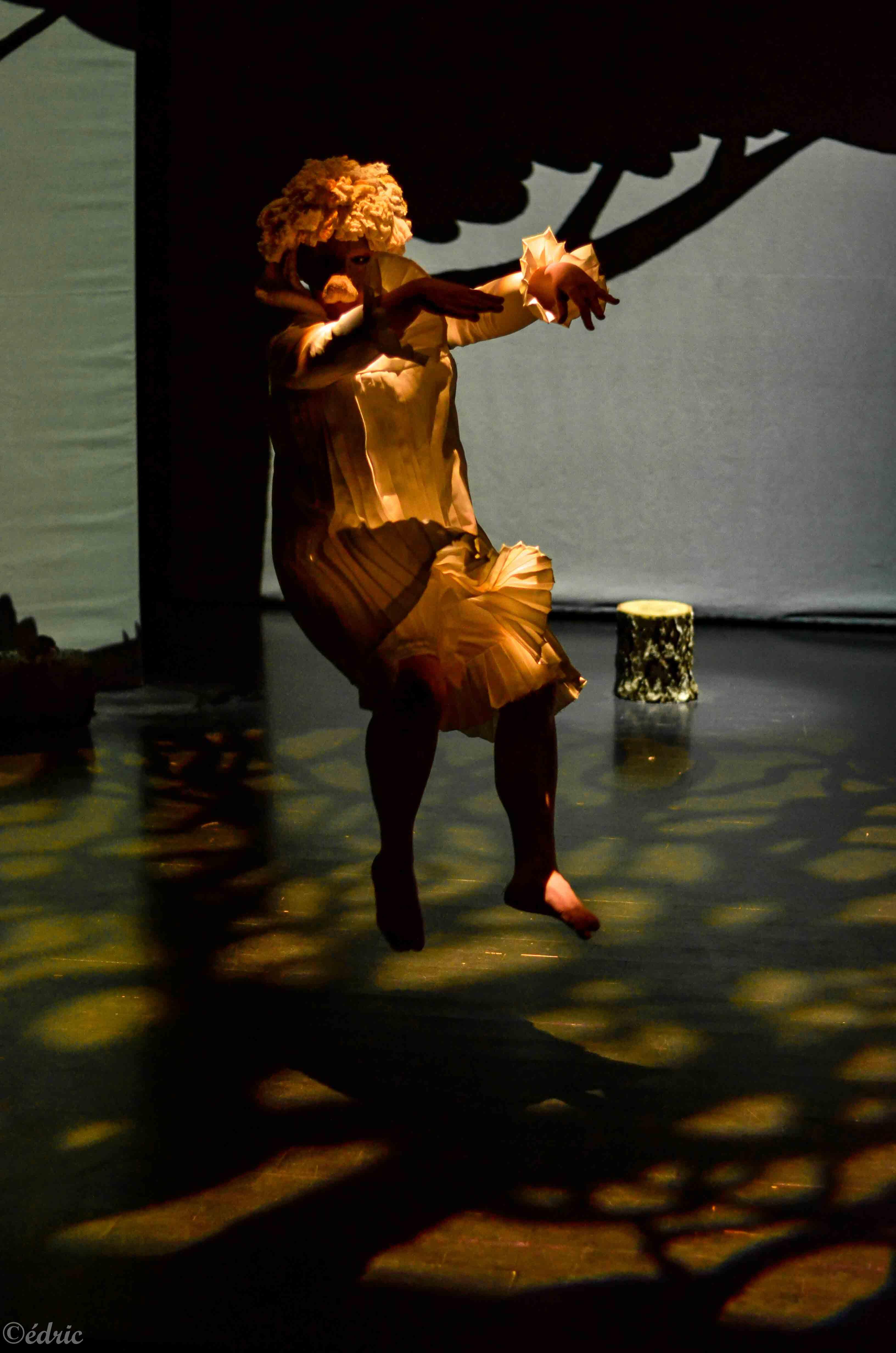 Clémence Solignac interprète Perdu dans le spectacle Rat et les animaux moches, spectacle jeune public ©édric