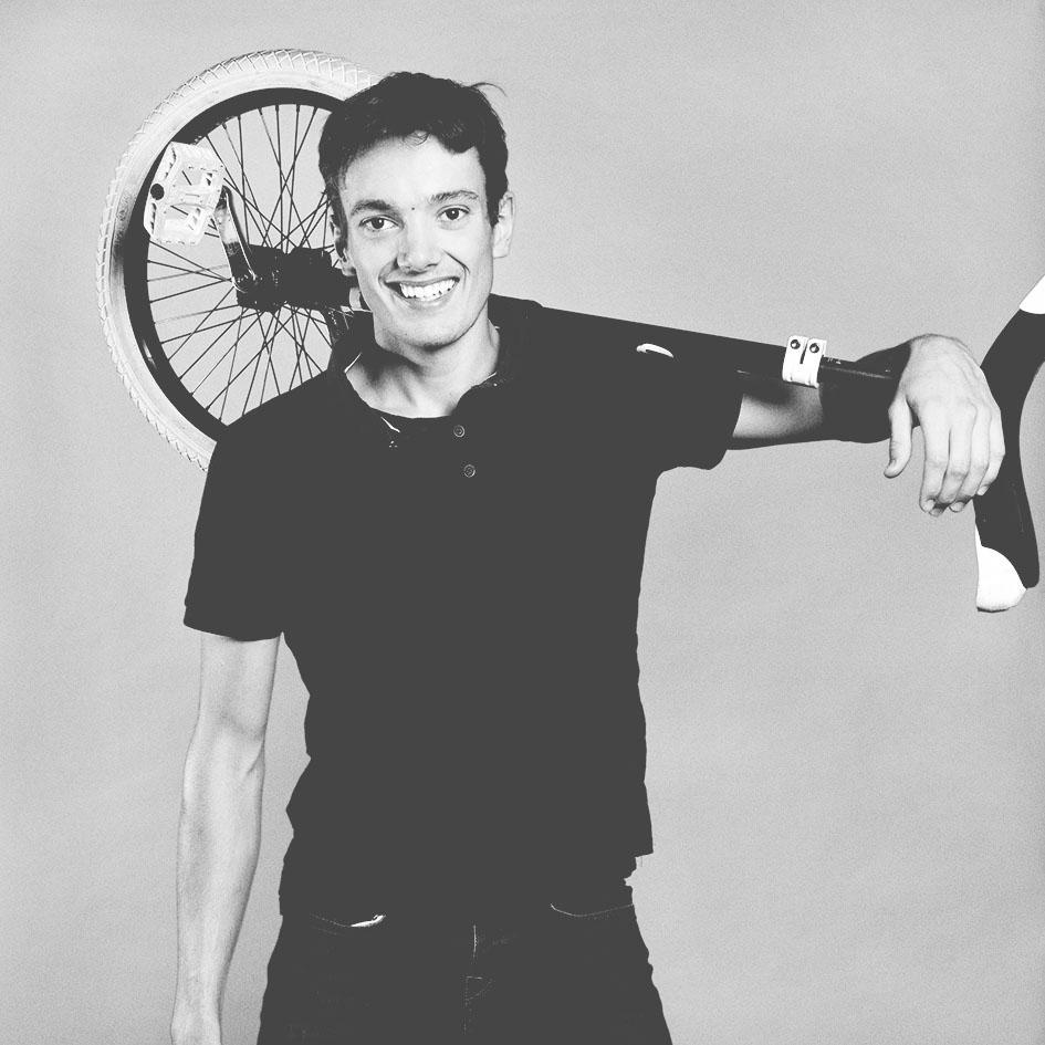 Florent Chevalier, Artiste de cirque, Académie Fratelini, jouera dans le spectacle ENFANCE de la cie Zig Zag Création